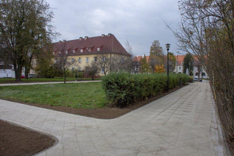 Nowe alejki na osiedlu Bloki