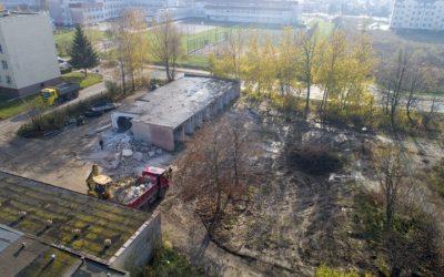 Ruszyła budowa parkingu na terenie po Kolumnie Transportu Sanitarnego