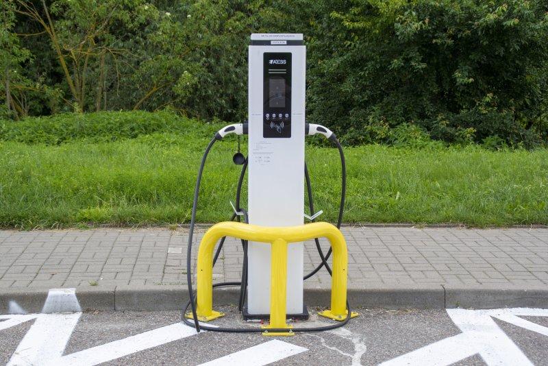 Pierwsza miejska ładowarka do aut elektrycznych już działa