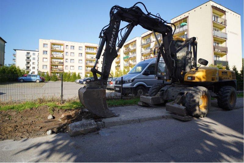 Nowe miejsca parkingowe i poszerzenie drogi na osiedlu Aleksandrówka